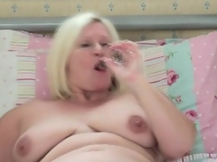 Chubby solo mom cutie masturbates in bed