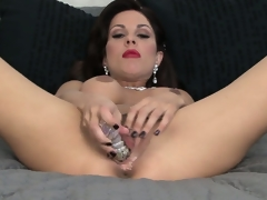 Sexy brunette hair MILF with ruby red lips eases her toy unfathomable in her crevasse